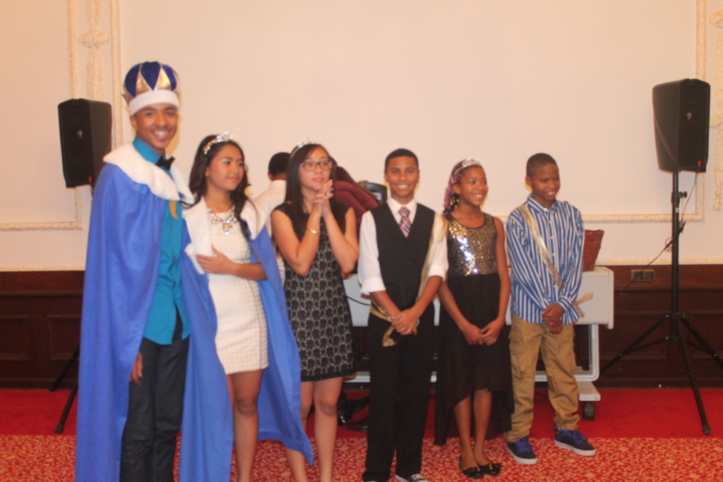 Kings, queens, dukes and other royalty pose for a photo at the Ansbach Middle School homecoming dance. (Photo by Nancy Dauder, Ansbach Middle School yearbook teacher)