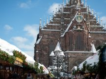 Christikindlesmarkt in the snow. (Photo: Christine Dierenbach)