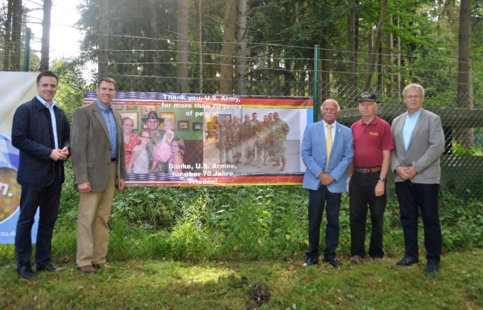 During a recent visit to the Muna Museum, members a friends of the museum unveiled a banner thanking the U'S Army. (f.l.t.r.: Andreas Schalk, Col. Benjamin Jones, Jürgen Trobendauer, Fritz Wittmann, Johann Raith. Photo credit: Bianca Sowders)